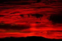 Δραματικός φλογερός ουρανός θύελλας στοκ εικόνες