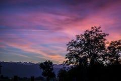 Δραματικό ηλιοβασίλεμα με τα φανταστικά χρώματα Στοκ Φωτογραφία