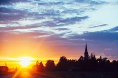 Δραματικό ηλιοβασίλεμα πέρα από το δρόμο Στοκ Εικόνες