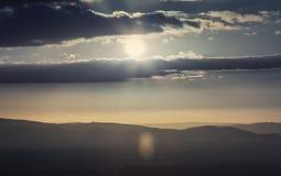 Δραματικό ηλιοβασίλεμα πέρα από το φυσικό υψίπεδο τα τέλη του καλοκαιριού στοκ εικόνες με δικαίωμα ελεύθερης χρήσης