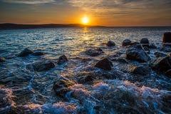Δραματικό ηλιοβασίλεμα στη θάλασσα Στοκ φωτογραφία με δικαίωμα ελεύθερης χρήσης
