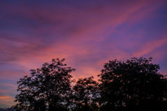 Δραματικό ηλιοβασίλεμα με τα φανταστικά χρώματα Στοκ Εικόνες