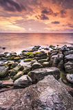 Δραματικό ηλιοβασίλεμα πέρα από τον ωκεανό Στοκ Εικόνες