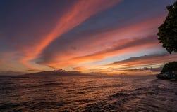 Δραματικό ηλιοβασίλεμα πέρα από Lanai από Lahaina σε Maui Στοκ φωτογραφία με δικαίωμα ελεύθερης χρήσης