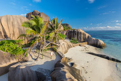 Δραματικό ηλιοβασίλεμα στην παραλία δ ` Argent πηγής Anse, νησί Λα Digue, Σεϋχέλλες Στοκ εικόνα με δικαίωμα ελεύθερης χρήσης