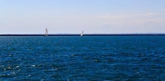Δραστηριότητες και σκηνές στη Νέα Υόρκη Buffalo κατά μήκος της λίμνης Erie σε ένα απόγευμα άνοιξη Στοκ εικόνα με δικαίωμα ελεύθερης χρήσης