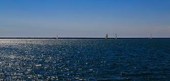 Δραστηριότητες και σκηνές στη Νέα Υόρκη Buffalo κατά μήκος της λίμνης Erie σε ένα απόγευμα άνοιξη Στοκ Εικόνες