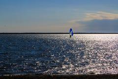 Δραστηριότητες και σκηνές στη Νέα Υόρκη Buffalo κατά μήκος της λίμνης Erie σε ένα απόγευμα άνοιξη Στοκ Εικόνα