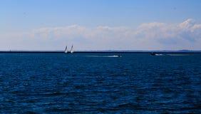 Δραστηριότητες και σκηνές στη Νέα Υόρκη Buffalo κατά μήκος της λίμνης Erie σε ένα απόγευμα άνοιξη Στοκ φωτογραφία με δικαίωμα ελεύθερης χρήσης