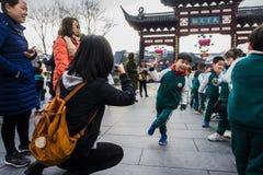 Δραστηριότητες λαβής παιδιών, γονέων και δασκάλων από κοινού Στοκ Φωτογραφίες