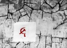 Δρεπάνι και σφυρί στον τοίχο πετρών Στοκ φωτογραφία με δικαίωμα ελεύθερης χρήσης