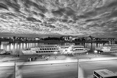 ΔΡΕΣΔΗ, ΓΕΡΜΑΝΙΑ - 15 ΙΟΥΛΊΟΥ 2016: Ποταμός και τουρίστας της Δρέσδης Έλβα Στοκ Εικόνα