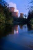 Δροσίζοντας πύργοι σταθμών παραγωγής ηλεκτρικού ρεύματος Στοκ φωτογραφία με δικαίωμα ελεύθερης χρήσης