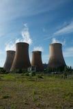Δροσίζοντας πύργοι σταθμών παραγωγής ηλεκτρικού ρεύματος Στοκ εικόνες με δικαίωμα ελεύθερης χρήσης