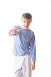 Δροσερή νεολαία στη ριγωτή φανέλλα Στοκ φωτογραφίες με δικαίωμα ελεύθερης χρήσης