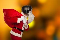 Δροσερός Άγιος Βασίλης με μια τσάντα των δώρων στα αεριωθούμενα αεροπλάνα Στοκ Εικόνες