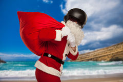 Δροσερός Άγιος Βασίλης με τα δώρα τσαντών στο κράνος αεριωθούμενων αεροπλάνων Στοκ Εικόνα