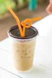 Δροσερός καφές με τον πάγο και τους πορτοκαλιούς βολβούς Στοκ Εικόνες