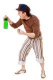 Δροσερός νεαρός άνδρας με ένα πράσινο μπουκάλι Στοκ Εικόνες