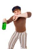 Δροσερός νεαρός άνδρας με ένα πράσινο μπουκάλι Στοκ φωτογραφία με δικαίωμα ελεύθερης χρήσης