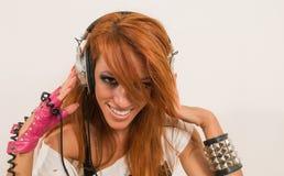 Δροσερός χορευτής χιπ-χοπ που ακούει τη μουσική Στοκ Φωτογραφίες