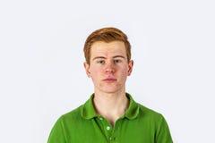 Δροσερό αγόρι στο πράσινο πουκάμισο Στοκ φωτογραφίες με δικαίωμα ελεύθερης χρήσης
