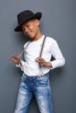 Δροσερό παιδί που χαμογελά με το καπέλο και suspenders Στοκ εικόνες με δικαίωμα ελεύθερης χρήσης