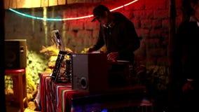 Δροσερό DJ στο φραγμό απόθεμα βίντεο