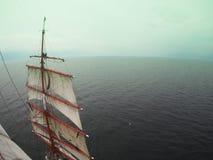 Δροσερό tallship ή sailboat, ναυτικοί υψηλά Στοκ Εικόνα