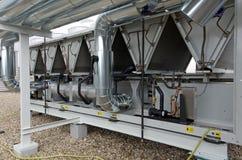Δροσισμένες αέρας εγκαταστάσεις ψυγείων νερού με τις σωληνώσεις στοκ φωτογραφία με δικαίωμα ελεύθερης χρήσης