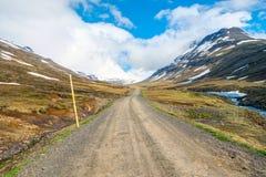 Δρόμος αμμοχάλικου στην ανατολική Ισλανδία Στοκ Εικόνες