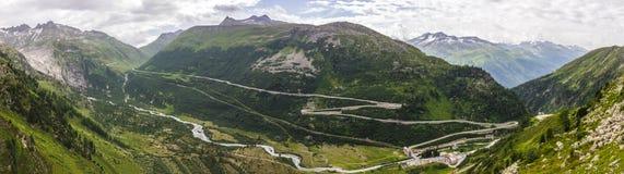 Δρόμος από Furka το πέρασμα στις Άλπεις στην Ελβετία στοκ φωτογραφίες
