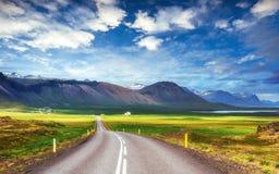 Δρόμος ασφάλτου στα βουνά Ισλανδία Στοκ Εικόνες