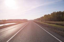 Δρόμος ασφάλτου με το χαρακτηρισμό τονισμός Στοκ Φωτογραφίες