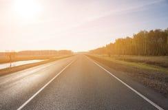 Δρόμος ασφάλτου με το χαρακτηρισμό τονισμός Στοκ Εικόνες