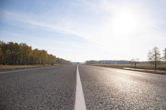Δρόμος ασφάλτου με το χαρακτηρισμό Στοκ Εικόνα