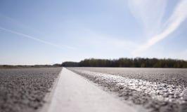 Δρόμος ασφάλτου με το χαρακτηρισμό Στοκ εικόνα με δικαίωμα ελεύθερης χρήσης