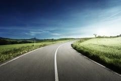 Δρόμος ασφάλτου στην Τοσκάνη, Ιταλία Στοκ φωτογραφίες με δικαίωμα ελεύθερης χρήσης