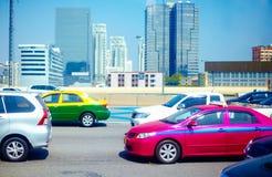 Δρόμος βαριάς κυκλοφορίας στη μητρόπολη στις ώρες κυκλοφοριακής αιχμής στοκ εικόνες