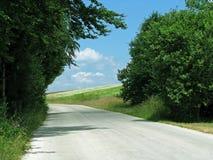 Δρόμος βουνών και ένα ξέφωτο Στοκ Εικόνα