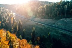 Δρόμος βουνών μεταξύ του Σαράγεβου και Tuzla Στοκ Φωτογραφίες