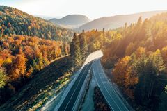 Δρόμος βουνών μεταξύ του Σαράγεβου και Tuzla Στοκ Εικόνα