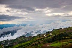 Δρόμος βουνών στο εθνικό πάρκο Phu Hin Rong Kla Στοκ Εικόνα