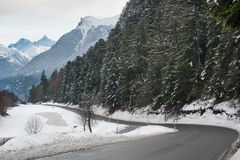 Δρόμος βουνών το χειμώνα Στοκ φωτογραφία με δικαίωμα ελεύθερης χρήσης