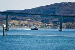 δρόμος γεφυρών Στοκ φωτογραφία με δικαίωμα ελεύθερης χρήσης