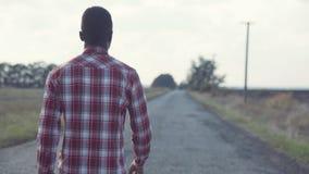 Δρόμος επαρχίας μαύρων που πηγαίνουν κατευθείαν απόθεμα βίντεο