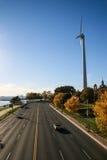 Δρόμος και ανεμόμυλος Στοκ φωτογραφίες με δικαίωμα ελεύθερης χρήσης