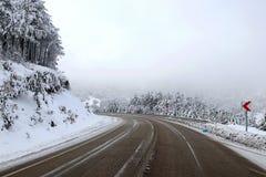 Δρόμος και χιόνι Στοκ εικόνα με δικαίωμα ελεύθερης χρήσης