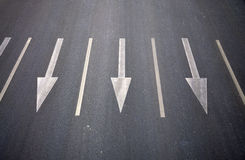 δρόμος κατεύθυνσης βελών Στοκ φωτογραφία με δικαίωμα ελεύθερης χρήσης