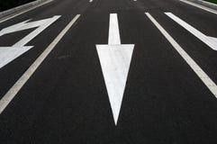 δρόμος κατεύθυνσης βελώ& Στοκ εικόνες με δικαίωμα ελεύθερης χρήσης